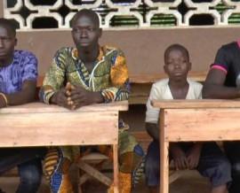 Remise de tables-bancs au collège d'Azohouè-Aliho