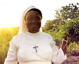 Visite à l'orphelinat de Dékanmè lors du voyage humanitaire