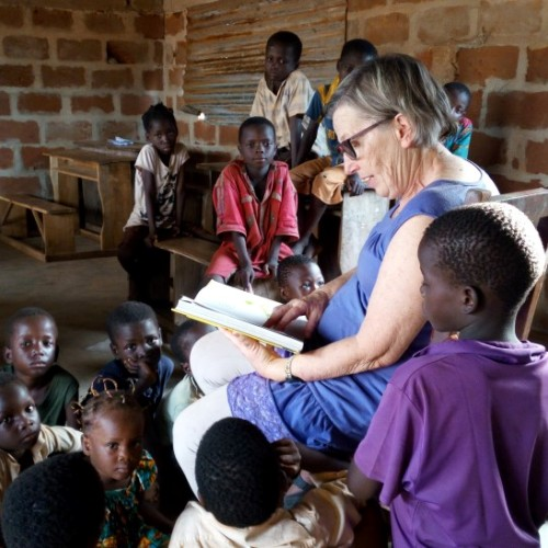 mission-humanitaire-orphelinat-lecture