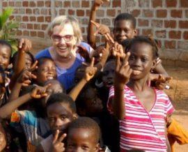 Du bonheur pour Marie-Annick en mission humanitaire à l'orphelinat