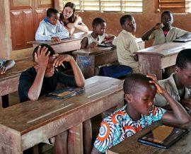 Les tablettes numériques entrent à l'école primaire