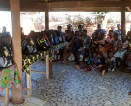 Fournitures scolaires au village